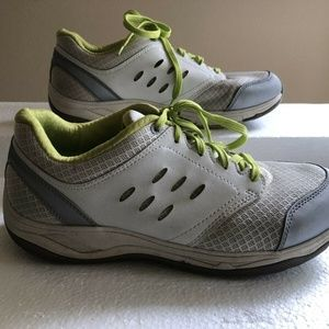 Vionic white athletic shoes with lime trim - sz 9